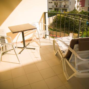 Снять жилье возле моря в Алуште на вилле Лазурная мелодия номер 31 балкон