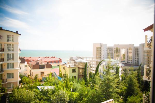 Снять жилье возле моря в Алуште на вилле Лазурная мелодия номер 32 вид из окна