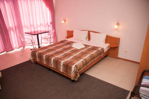 Снять жилье возле моря в Алуште на вилле Лазурная мелодия номер 42 кровать 2