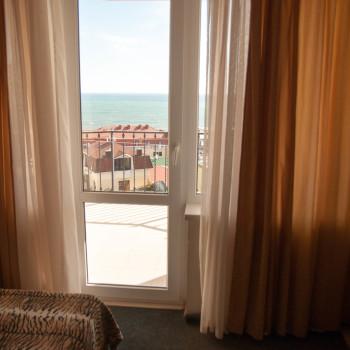 Снять жилье возле моря в Алуште на вилле Лазурная мелодия номер 43 вид из окна 2