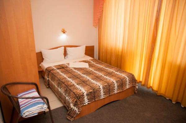 Снять жилье возле моря в Алуште на вилле Лазурная мелодия номер 43 кровать 2