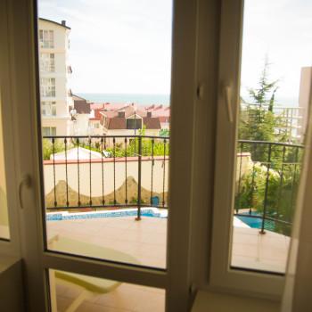 Снять жилье возле моря в Алуште на вилле Лазурная мелодия номер 21 вид из окна